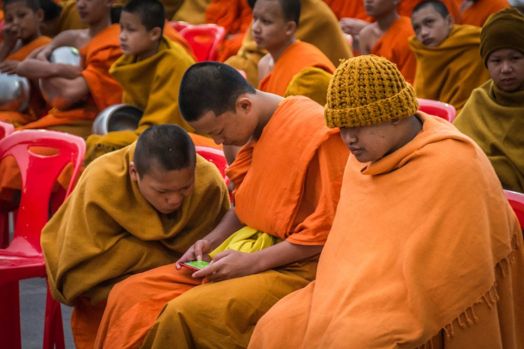 Thai's monk playing video games